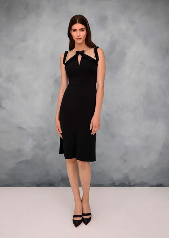 El clásico little black dress de Jenny Packham.